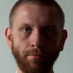 Marek Minakowski z krótką brodą
