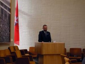 Dr Marek Jerzy Minakowski przemawiający w Sejmie Litewskim 20 X 2008